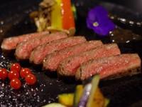 【メインはサーロインステーキ100g】料理長厳選「上質な霜降り国産牛サーロインステーキ」を味わう