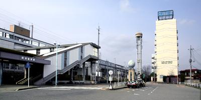 那須塩原駅下車、東口を出て左側、駅に隣接。