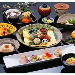 【プレミアムタイム】料理長こだわりの夕食コースを五感で味わう至福の一時【日本料理1泊2食 】