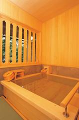 【特別室】ひのきの香りがほんのりしたお部屋で。源泉掛け流し高野槙風呂付き客室◆槙の間◆