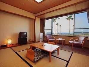 錦江湾を望む和室6畳+広縁