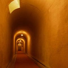 【「千と千尋の神隠し」のモデル宿で過ごす】赤い橋を渡ると広がる異空間へタイムトリップ旅!