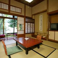 【山荘】 登録文化財 標準客室(8畳和室)<お部屋でお弁当>
