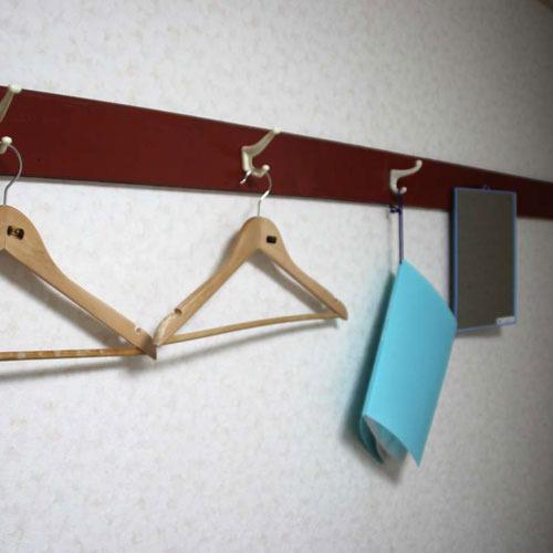 【個室備品】ハンガー、ご利用案内、鏡
