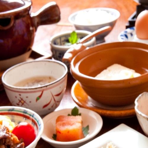【朝食付きプラン】源泉かけながしの温泉をひとり占め!お目覚めに優しい和定食をご用意(夕食なし)