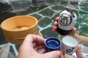 露天風呂で一杯! お子様には、ムギ茶を用意します!