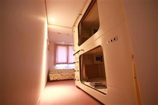 個室カプセル(1〜3名)(ユニットバス・トイレ付)