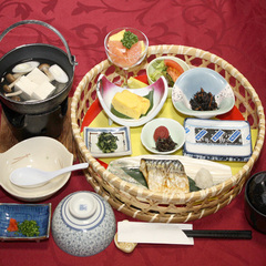 朝食付き♪かご盛りの朝ごはんでしっかり栄養補給♪(〜9/30)