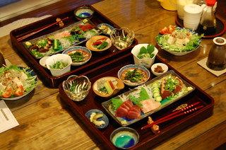 ---朝夕食付き---  【 日替わり沖縄ごはん、二食付き 】