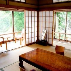 離れ【竹の間】畳敷き縁側で過ごす芸の一時〜広々設計も自慢〜