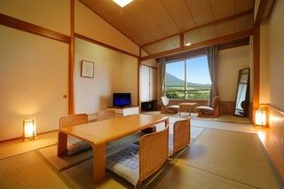 和室(12畳間+広縁)