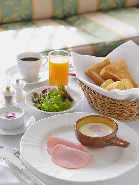 ■朝食付■当館ご自慢の朝食をぜひ召し上がってください!朝食は嬉しいルームサービス♪