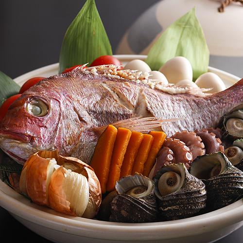 鯛の姿造りと宝楽焼を味わうまんぷく会席