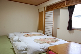 【東館】和室8畳 J2 2〜3名様(お子様添い寝無料) 禁煙