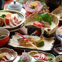 ●スタンダード●馬刺しや鴨鍋など13品の「湯之迫会席」部屋食&貸切湯無料