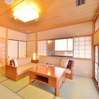 【和風庭園一望 2階和洋室】源泉掛流し半露天風呂+テラス