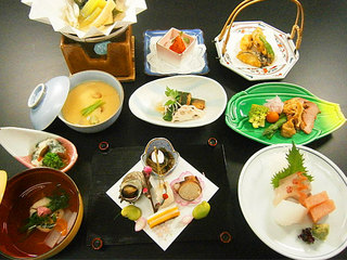 お得な「旬の食材にこだわった季節の会席料理」1泊2食付宿泊プラン【お部屋食】