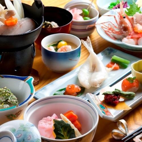 【お得意様推薦/1泊2食】華やかな旬食材が並ぶ「特別華膳」プラン