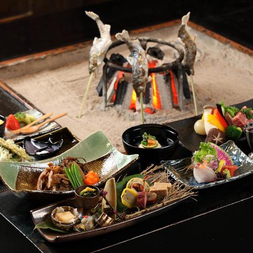 ≪人気≫情緒満点♪囲炉裏を囲んで炭火料理&団らんを愉しもう