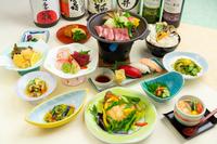 〈夏・おすすめ!〉「夏野菜とラム肉陶板焼き」「旬魚のムニエル」全12品の和会席膳♪