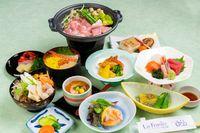 【夏のお得な一泊二食】  お肌に優しい「美人の湯」を満喫!夕食は全9品の和食膳!
