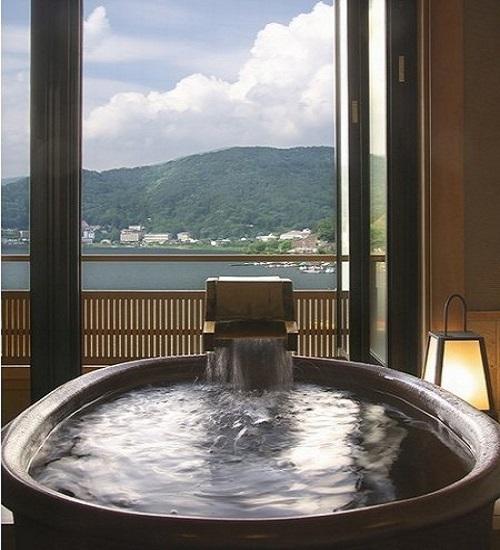 【河口湖を一望 露天風呂付き和室 プラン☆】大人気客室で の〜んびりステイ♪