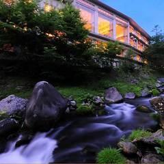 【ワイン美食会】滝の湯で一夜限りの和食とワインの饗宴