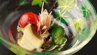【上質を愉しむ旅〜夏の特選会席「紫野」】とらふぐに鮑、天然白身。夏野菜と共に料理長厳選の幸をご堪能。