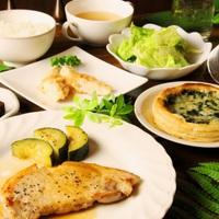 【リーズナブル】お肉料理をお手軽価格で楽しむ♪お好みでお魚料理にも変更可能!1泊2食付きプラン