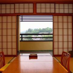 【和室10畳】[川側] 赤い中橋・宮川を見下ろすお値打ち客室