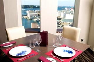 客室最上階 確約★17階 横須賀港を眺めながらの朝食付