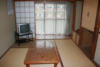 川沿いの和室6畳(トイレ付)