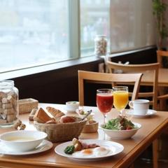 こだわりの朝食付〜1日を支えるホテルの楽しみ♪チェックアウトも11時までOK