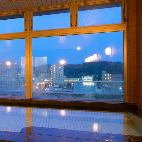 草のホテル image