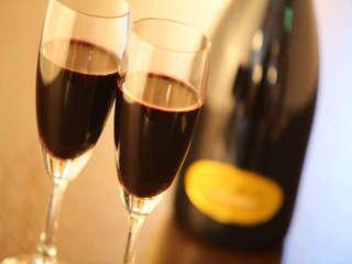 【恋人達のプレミアム記念日】オリジナルケーキ・レイトアウト11時・厳選スパークリングワイン付♪