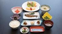 【朝食付】チェックイン20時までOK!地元のお野菜で健やか朝ごはんと、源泉掛け流し温泉を満喫!