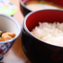 【もりもり朝食付プラン】 「食事処 朋泉」自慢の朝食はおかわり自由。