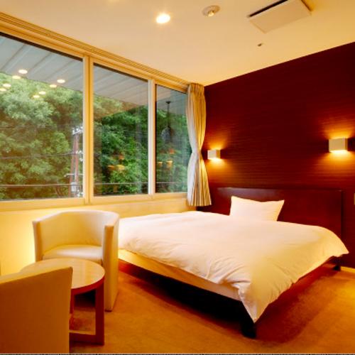 【洋室ダブルルーム】お部屋は小さめ。貸切風呂1回サービス★カップルにおすすめ!2名で32,000円♪