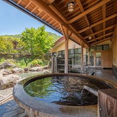 日本屈指の山岳リゾート「上高地」往復バスチケット付☆奥飛騨の飛騨牛会席と自慢の温泉を愉しむ