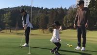 【こどもと一緒にゴルフ】霧島連山に向かってナイスショット!ゴルフ2プレーと宿泊付(バイキング)