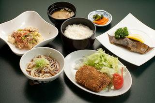 【1泊2食付】日替わり夕定食と手作り60品朝食バイキングご堪能プラン