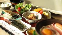 【朝食付スタンダード】和定食の朝ごはんを館内レストランでご用意◇ゆったりベッドでリラックス♪