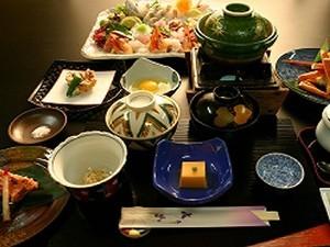 1泊2食付き6500円〜和室8畳間(2名〜3名)♪