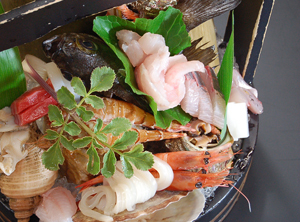 当館の1番人気!「地魚いっぱいお造り盛合せと季節の懐石」♪鮮魚を堪能!★山陰海岸ジオパーク★