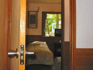 二つの部屋を一つに使う洋室コネクトルームバストイレ付