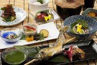 【料理長厳選食材使用】 季節のおススメコース付宿泊プラン ワンランク上の料理で特別なひと時を