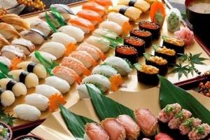 焼津でウニ・イクラなど18種握り寿司食べ放題 世界遺産・三保の松原&白糸の滝と駿河湾ミニクルーズ