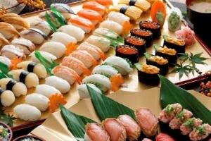 焼津でウニ・イクラなど18種寿司食べ放題 三保の松原&ミニクルーズ