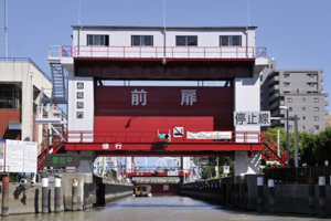 【日本橋乗船】扇橋閘門・水のエレベーター体験クルーズ(ガイドの説明付きでご案内します!)