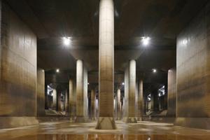 ひんやり涼しい神秘の地下めぐり!巨大地下神殿「首都圏外郭放水路」&「橋立鍾乳洞」めぐりバスツアー ~和食御膳のご昼食付~